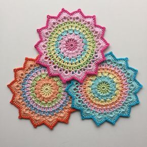 Little Cherry Blossom Mandala by Crochet Millan. Free Swedish pattern on our blog: http://www.jarbo.se/little-cherry-blossom-mandala/. For English pattern, visit: http://crochetmillan.bloggplatsen.se/