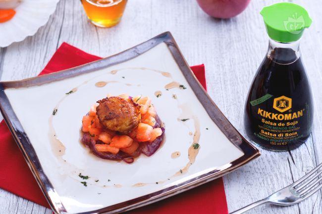 Un antipasto sfizioso e originale, quasi da gourmet, da fare a casa vostra! Provate le capesante scottate con cipolla rossa caramellata!