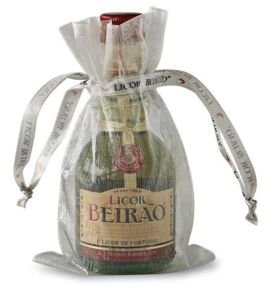 Saquinho em organza para colocar as miniaturas Licor Beirão. Ideal para casamentos http://loja.licorbeirao.com/collections/brindes/products/saquinho-em-organza-para-miniatura