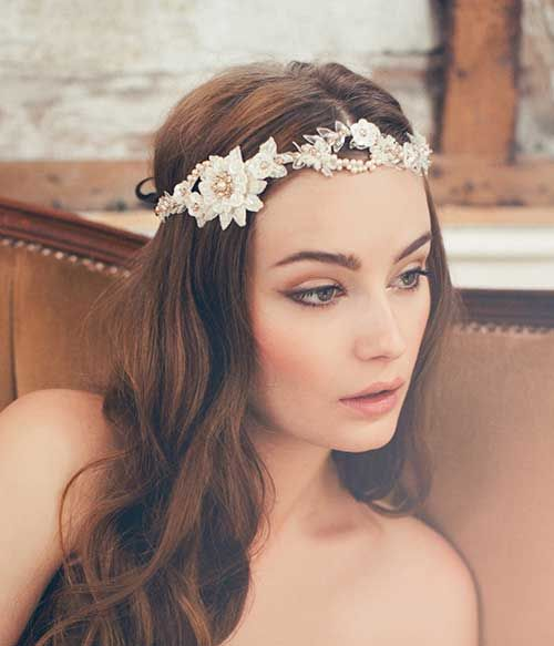 Made with love! This headpiece is so pretty and is one of Jannie´s favourite pieces from the 2015 collection. The vines are adorned with luxurious French lace, sequins flowers, Preciosa pearls/crystals. This piece can be worn traditionally away from the hairline or across the forehead for a more boho look. Such a glamorous piece for your wedding day. To be fastened with loops for a seamless fixing with French pins or attached silk-ribbon. Available in ivory/gold (as shown on photo) & ...