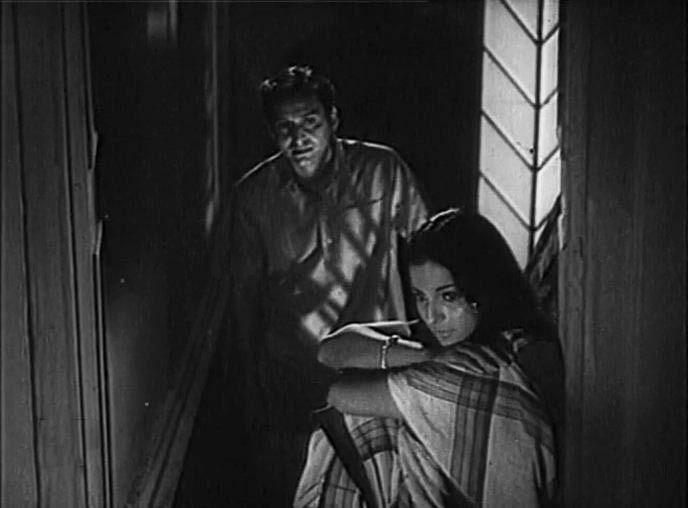 Teen Bhubaner Parey (1969) Soumitra Chatterjee, Tanuja