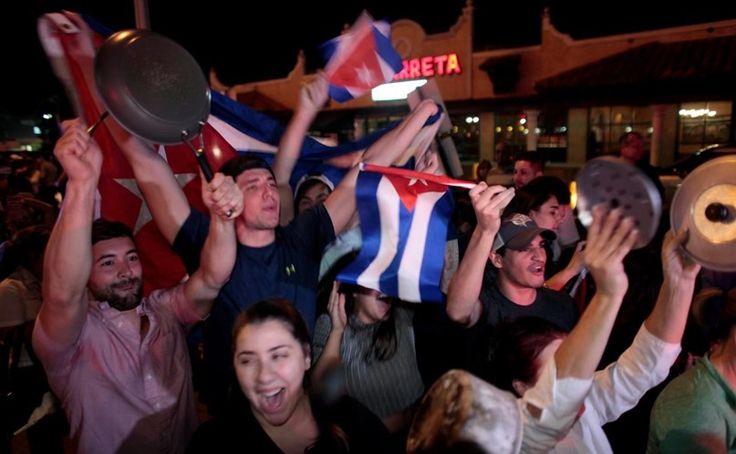 Centenas celebram a morte de Fidel Castro - Mundo - Correio da Manhã