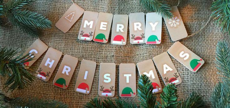 Om ook mijn steentje bij te dragen aan een creatieve kerst heb ik deze leuke kerstslinger ontworpen:-) en is gratis te downloaden! #stuureenglimlach #kerst #kerstslinger #kerstversiering #DIY