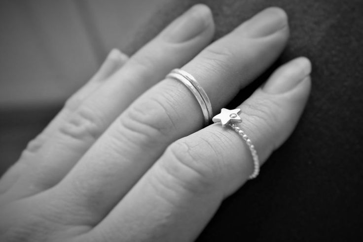 Hammered Ring Silver and Star Ring - HeidisHoff.no