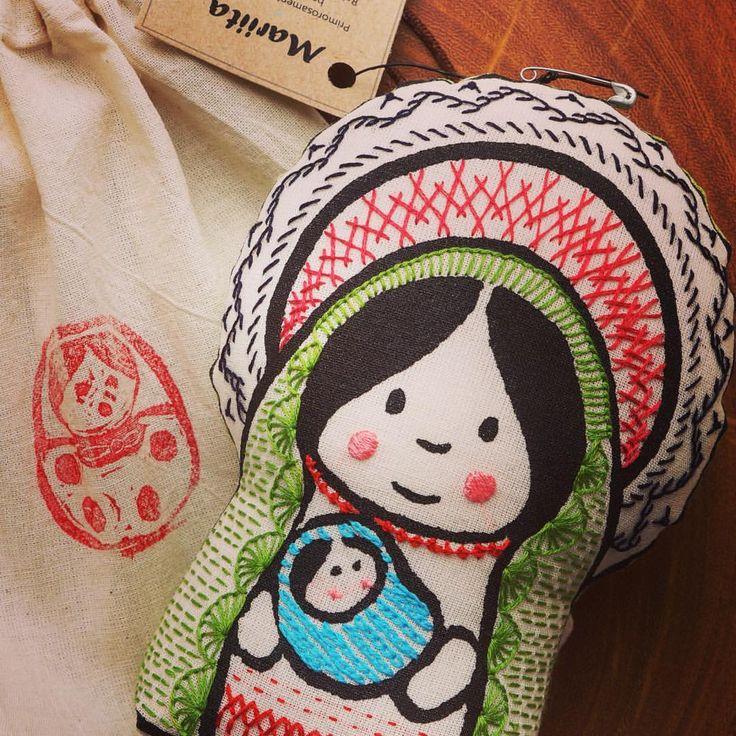 #mariita #virginmary #mixedmediadoll #virgencita #embroidered #bordada #bordadoamao #etsy A la venta en mi tienda en línea Gineceo