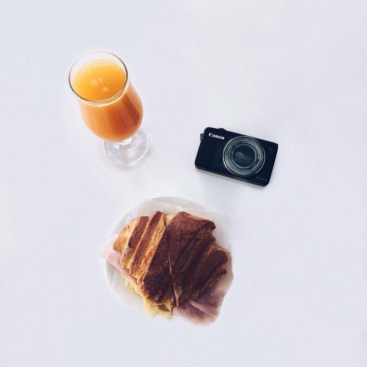 """26 Gostos, 3 Comentários - Maria M. Cardoso (@xmariacardosox) no Instagram: """"Breakfast 😝🍹🥐"""""""