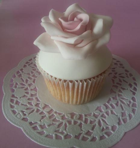 Rose vintage cupcake