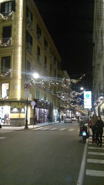 Natale 2013 a Sorrento e Capodanno 2014 a Sorrento, così si presentava Corso Italia a Sorrento il 26 novembre 2013. Su www.ilmegliodisorrento.com tante notizie sul natale in costiera sorrentina