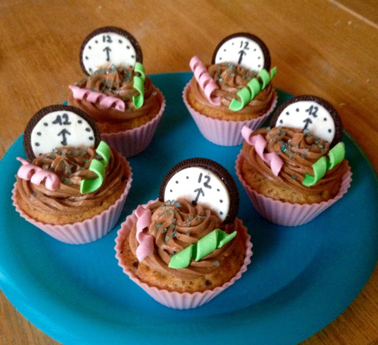 Decoration cupcake nouvel an idees design de maison for Decoration gateau nouvel an