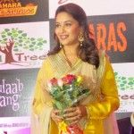 """She walks in beauty"" wrote Lord Byron in one of his poems. The same can be said about the Dhak-Dhak Diva, Madhuri Dixit, who was in the city to promote her upcoming Bollywood film Gulaab Gang. : http://sholoanabangaliana.in/blog/2014/02/22/madhuri-dixit-in-kolkata-to-promote-new-hindi-film-gulaab-gang-kolkata-spellbound-by-the-dhak-dhak-girl/#ixzz2u1TKaVFC"
