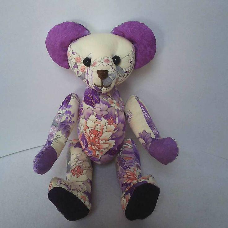 振袖の袖丈を短くしたときに出た布で くまちゃん作りました🐻  #テディベア #teddybear #着物 #振袖 #リメイク #東亜和裁 #toawasai