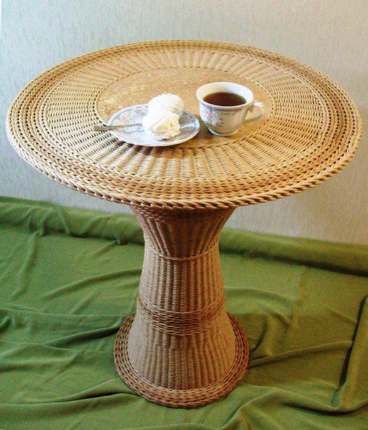 Стол изготовлен из бумажной лозы. Ручная работа.