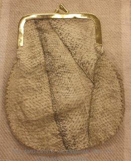 Wellamo-opiston käsityöblogi - Taitavin käsin: Kalannahkasta käyttötuotteeksi
