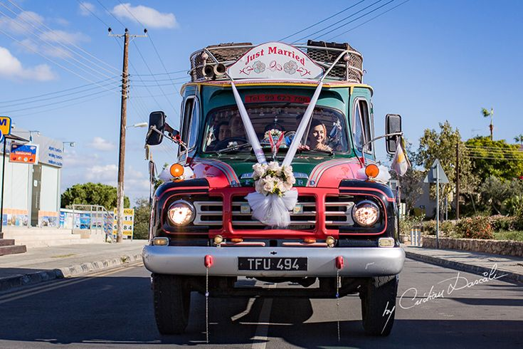 vintage bus, boho wedding, vintage wedding, beautiful weddings, old bus wedding, sunny island, bride in bus, special weddings, bohemian wedding, bohemian bride, vintage bride, vintage wedding,.