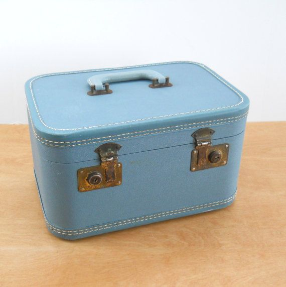 141 best Vintage Suitcases images on Pinterest | Vintage suitcases ...