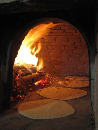 """Lavorazione """"Su Pillu"""" un pane lunga conservazione."""