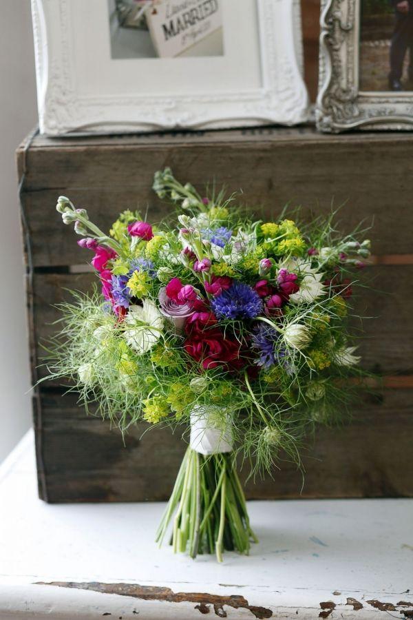 Bukiet ślubny niczym z polnych kwiatów