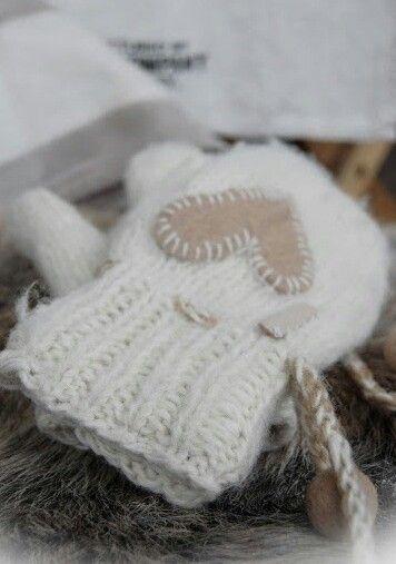 Inspiration Lane -- Cozy Winter Mittens