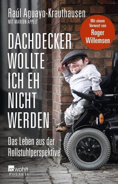 Menschen tätscheln ihm den Kopf oder starren ihn an – Raúl Aguayo-Krauthausen, der aufgrund seiner Glasknochen im Rollstuhl sitzt und kleinwüchsig ist, weiß, dass viele Menschen Schwierigkeiten haben, mit Behinderten unverkrampft umzugehen. Dabei ist jeder zehnte Deutsche behindert, da sollten wir uns doch eigentlich an den Umgang mit jenen gewöhnt haben, die nicht «normal» sind. Doch das Gegenteil ist der Fall. Raúl Aguayo-Krauthausen sieht seine Behinderung als eine Eigenschaft von vielen.