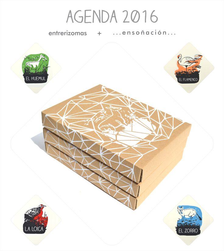 Cajas para •••Agenda 2016••• <3 <3 <3  •Encuadernación tapas montadas •Tamaño A5 – 15 x 21cm •Calendario 2016 y 2017 •Caratulas mensuales dibujadas y serigrafiadas por Entrerizomas.: Pequeña selección de la fauna de la Patagonia: El huemul – La loica – El zorro gris – El Flamenco •Papel ahuesado de 80grs •Feriados nacionales •Semana a la vista en las 2 carillas •Organizador mensual •Elástico y señaladores •Esquineros metálicos •Bolsillo •Numeradas