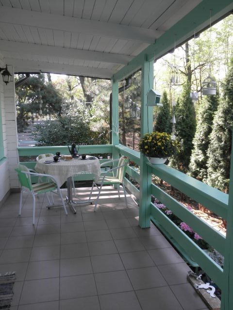 taras zadaszony -----------------------  the porch