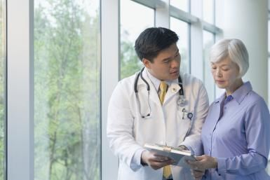 Physician Explaining Lewy Body Dementia - Blend Images - Terry Vine Brand X Pictures 98818405/ Getty Images