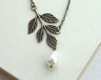 Brass Leaf Lariat Necklace, Leaves and Pearls Wedding Jewelry. Woodland Jewelry, Bridal. Leaf and Pearls Leaf Necklace, Simple Leaf Necklace