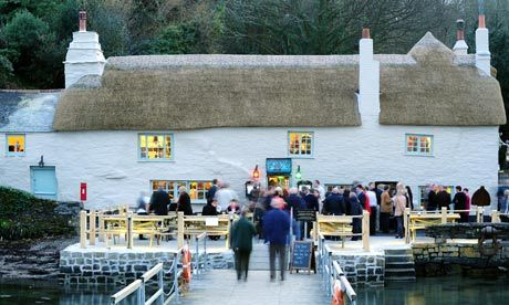 Pandora Inn, Cornwall / Falmouth, one of the oldest Cornish pubs.