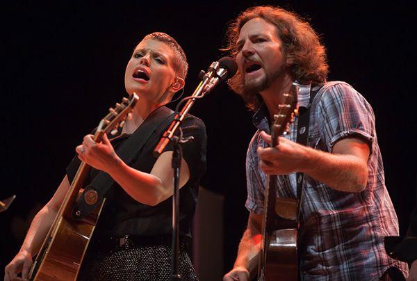 Eddie Vedder and Natalie Maines, Golden State (Live)