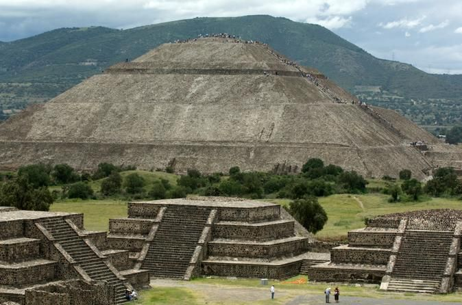 Experience Mexico City: Teotihuacan Pyramids by Metro and Dinner with a Local…
