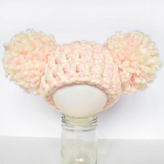 Super chunky puff ball beanie for newborn photography. .  .  .  .  .  #puffball #pompoms #newbornphotographyprop #chunkycrochet #newborn #crochetbeanie #ilovecrochet #crochetaddict #ilovebeanies #handmade #crochetart #yarnart #babygift #handmade #crochetersofinstagram #craftastherapy #crochetgirlgang #craftersofinstagram #instacrochet #crafter #etsy #etsyseller #etsyshop #kbabies #fullyhooked