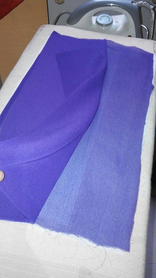 Sesudah dijahit 1 tapak diatasnya , buka kain chiffon yg tidak diiron kain gam diatasnya.