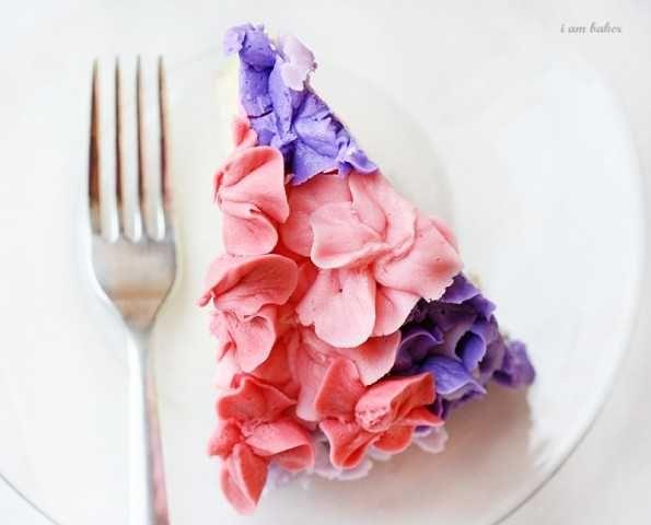 hydrangea cake tutorial via i am baker: Cakes Decor Tutorials, Cakes Tutorials, Cakes Slices, Decor Cakes, Flower Cakes, Cakes Ice, Slices Of Cakes, Hydrangeas Cakes, Buttons Recipe