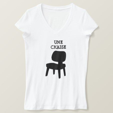 A black chair and text une chaise T-Shirt - click to get yours right now!