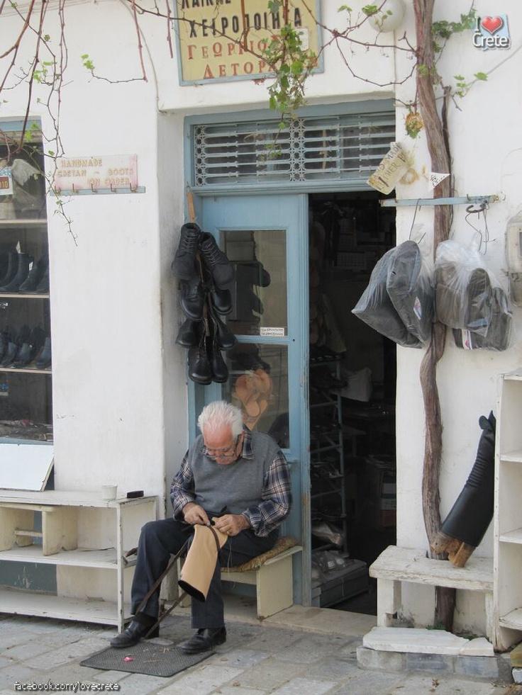 Boots (stivania) Maker, Crete