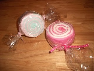 "Baby Shower gift: Washcloth ""Candy"" Rolls Tutorial"