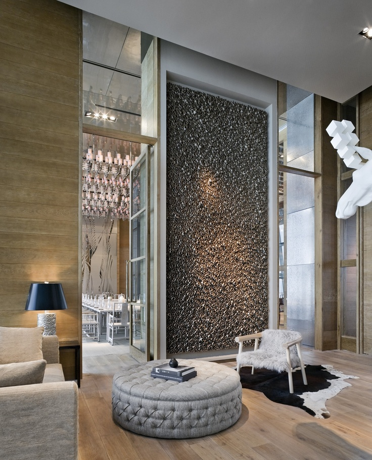 Lobby feature wall dining party room lobby hotel for Hotel foyer decor