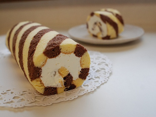 Vanilla And Chocolate Roll Cake