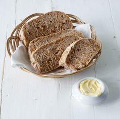 Am besten schmeckt dieses Brot noch lauwarm und mit Butter - da kann niemand widerstehen!