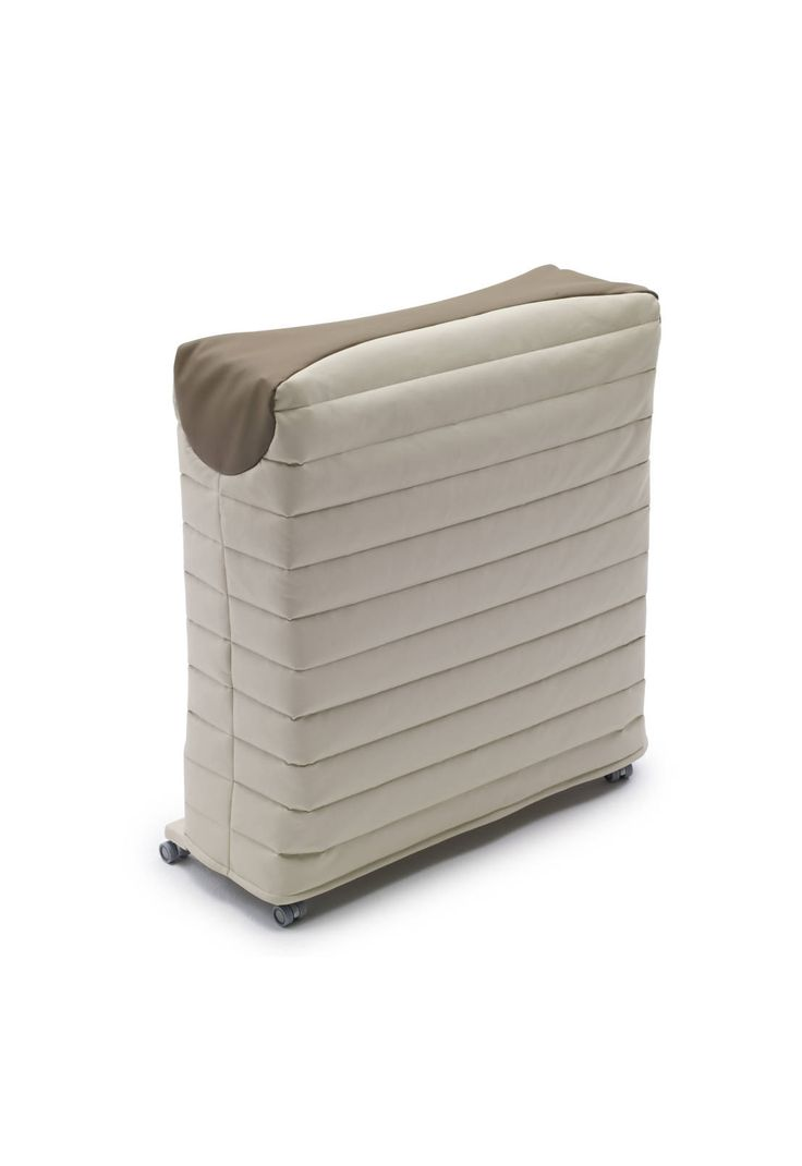 Paul isn't a common emergency #guestbed: it is a real bed with slatted base and a 200 centimeters length mattress. Opening and closing operations are simple and quick, thanks to the automatic movement of the feet and to the self-locking system.