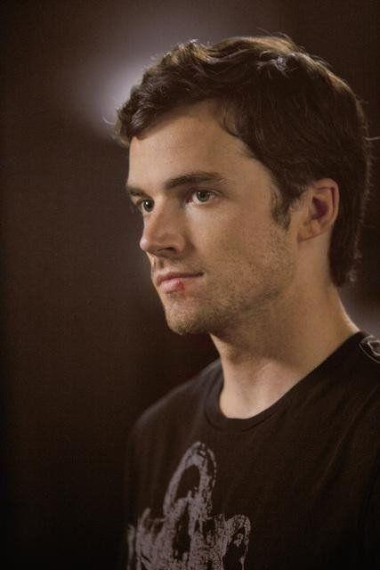 Ian Harding/Ezra Fitz with a cut lip