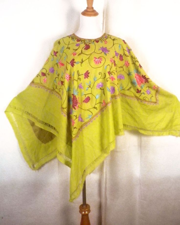 vtg 60s Hippie Boho Green Loud Floral Embroidered Mexican Poncho Huipil fringe