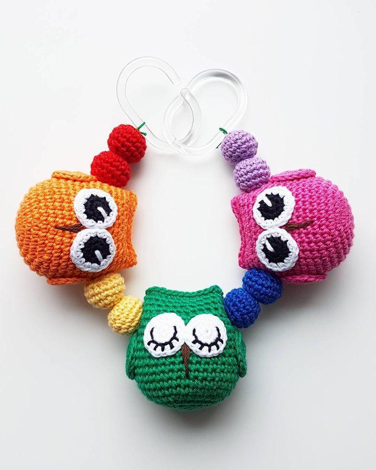 Ugglemobil. . #virka #crochet #virkat #crocheting #virkar #crochetersofinstagram #crochetersanonymous #färgglatt #gravidbf2017 #bf2017 #pride #gravidbf2018 #barnmobil #rainbow #hekle #hekling #hækle #regnbåge #ugglor #bebis2017 #bebis2018 #ugglemobil #owlstagram_feature #barnvagnsmobil #vagnmobil #polarnopyret #panduro #pandurohobby #bf2018 #jollyroom