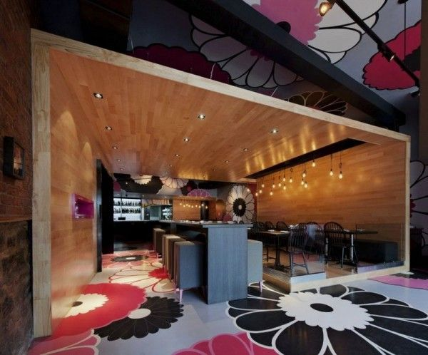 Cozy Bistro Interior Combining Japanese Tradition and Modern Art