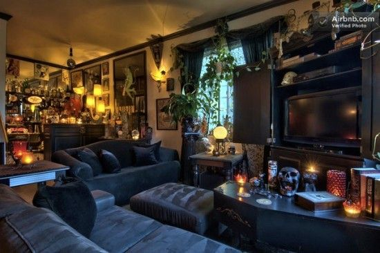 Haunted horror-themed house in Seattle   Offbeat Home