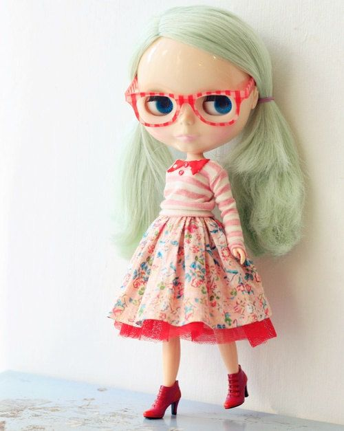 Sugarbabylove Pink set for Blythe by sukra on Etsy    another adorable Minty girl.  They look so good in reds!