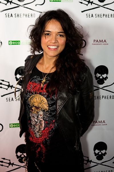 Michelle Rodriguezs messy, curly hairstyle