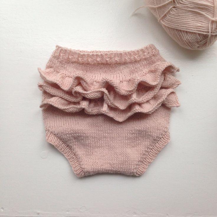 Flæsebloomers i Sandnes Lanett Baby Uld | Opskrift Olinesmor.