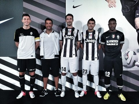 Official presentation of the shirt juventus year 2012/2013