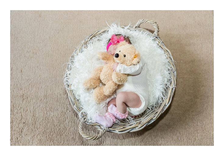Natural newborn photography.